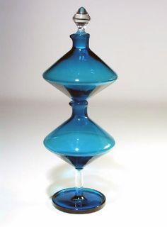 Use Colored Bubble Powder To Make A Fused Glass Pendant Colored Bubbles, Colored Vases, Glass Tray, Glass Vase, Glass Bottles, Perfume Bottles, Liquor Glasses, Glass Art Design, Mid-century Interior