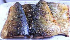 비린내 나지 않게 생선을 구워보려고 여러 가지 방법을 활용해 요리해 보았어요. 1) 대파 기름을 내서 생강과 생선을 함께 굽는 방법 2) 쌀뜨물이나 된장 푼 물에 생선을 담가두었다가 굽는 방법 3) 생선에 식초를.. Easy Cooking, Cooking Tips, Cooking Recipes, Korean Dishes, Korean Food, K Food, Natural Remedies, Steak, Food And Drink