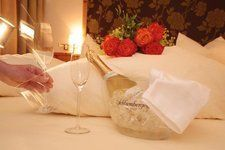 Herzlich Willkommen zu einem romantischen Wochenende in einem der Zirbenzimmer der Thermenwelt Hotel Pulverer 5* http://www.pulverer.at/zimmer-bad-kleinkirchheim.de.htm