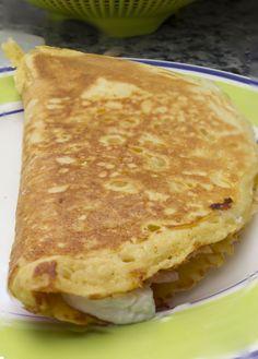 Hoy traigo unos creps de salmón ahumado, queso de cabra y mermelada de cebolla. Una cena perfecta para hacerle a tus amigos con una combinación agridulce perfecta. http://elbauldelasdelicias.blogspot.com.es/2014/01/creps-salados-de-queso-y-salmon-y.html