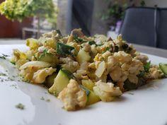 Een lekker koolhydraatarm ontbijt of lunchrecept, roerei met courgette en…