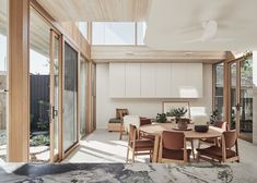 Image 14 of 27 from gallery of Lantern House / Timmins+Whyte Architects. Photograph by Peter Bennetts Living Room Lounge, Living Room Modern, Living Spaces, Dining Rooms, Dining Area, Sala Grande, 1950s House, Melbourne House, Architecture Awards