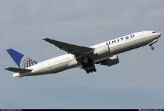 N77014 United Airlines Boeing 777-200ER