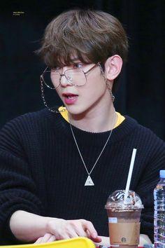 Kang yeosang *why does he look like a classy librarian K Pop, Fandom, Woo Young, Kim Hongjoong, Kpop Boy, Handsome Boys, Kpop Groups, Foto E Video, Boy Bands