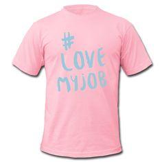 Du liebst, was du tust und du tust was du liebst ... Zeig es allen! • Klassisch geschnittenes T-Shirt für Männer