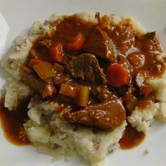 Beef and Guinness(<sup>&reg;</sup>) Stew Irish Recipes, Beef Recipes, Cooking Recipes, Family Recipes, Guinness Stew Recipe, Guinness Cake, Irish Stew, Soups And Stews, Main Dishes