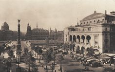 La place du Châtelet à Paris dans les années 1930, vue vers l'Île de la Cité.