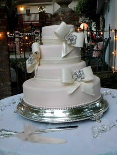 Beautiful wedding cakes and cakes in general from Suzanne Wilding. bianca_taylor