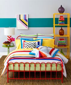 This is a very pretty pic that has nothing to do with the link attached to it. However, I LOVE decorating in primary colors. You can't get any happier than that.
