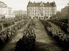Tampere - Finnish Civil War 1918 - Red Guard Prisoners on Tampere tori (square)? Finnish Civil War, History Of Finland, Age Of Enlightenment, World Conflicts, Iconic Photos, World History, Helsinki, Civilization, Prison