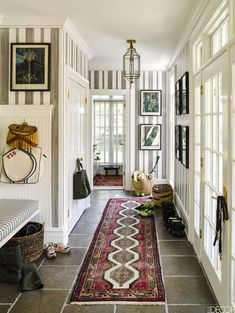 50 Best Farmhouse Entryway Design Ideas You Must Try In If you are looking for [keyword], You come to the right place. Below are the 50 Best Farmhouse Entryway Design Ideas You Must Try In Granny Chic Decor, Flur Design, Design Design, Estilo Country, Country Style, Entry Way Design, Southern Homes, Home And Deco, Beach House Decor