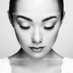 Beautiful woman face. Perfect makeup. Beauty fashion. Eyelashes. Cosmetic Eyeshadowの写真