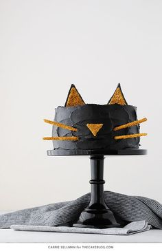 Celebrate Halloween with this adorable cat cake with a simple silhouette face and gold glitter cat ears! Birthday Cake For Cat, Birthday Cakes For Women, Star Wars Birthday, Star Wars Party, Birthday Ideas, Halloween Sweets, Diy Halloween Costumes For Kids, Halloween Cakes, Halloween Birthday