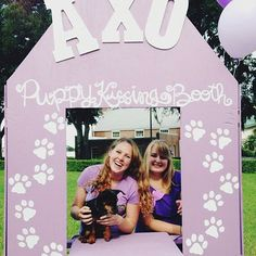 puppy kissing booth? YES PLEASE! ❤