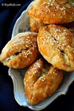 Minced Beef with Cheese (Unleavened) - Peynirli Kıyır Poğaça (Mayasız) Minced Beef with Cheese (Unleavened) - Tea Time Snacks, Baby Food Recipes, Baking Recipes, Pastry And Bakery, Breakfast Items, Turkish Recipes, Easy Cooking, Food And Drink, Cannoli