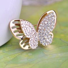 Free Shipping Kawaii Butterfly Rhinestone Brooches Gold Plated CrystalSmall Insect Bijouterie Hijab Pins Scarf Clip Factory Sale