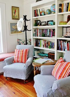 Beach Cottage Style House Tour ...... Look what they used to style the bookshelf.