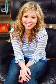 Jennette McCurdy as Sam Puckett.