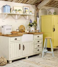 plain white cottage kitchen sink base from the Steamer Bay collection - John Lewis of Hungerford via Atticmag Old Kitchen, Country Kitchen, Vintage Kitchen, Kitchen Decor, Kitchen Sink, Kitchen Cupboard, Kitchen Ideas, Mini Kitchen, Design Kitchen
