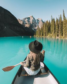 Banff is one of the most beautiful national parks in Canada. Lake Louise, Banff is an absolute dream!Here is my ultimate guide to Banff National Park! Cool Places To Visit, Places To Travel, Travel Destinations, Places To Go, Lake Tahoe, Lago Moraine, Travel Photographie, Trinidad Y Tobago, Camping Photography