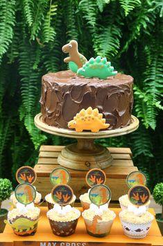 Festa Infantil Tema Dinossauros – Uma decoração incrível para festa de menino – Blog Bella Fiore Dinosaur Birthday Party, 2nd Birthday, Birthday Parties, Dinosaur Cupcake Cake, Cupcake Cakes, Birthday Decorations, Party Themes, Birthdays, Ideas