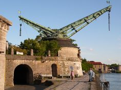 Alter Kranen - a baroque harbor crane with a double boom built in 1773 on the Kranenkai in Würzburg on the right bank of the river Main. [3168  2376]