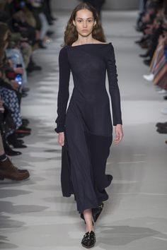 Victoria Beckham Fall 2017 Ready-to-Wear Fashion Show - Michelle Gutknecht