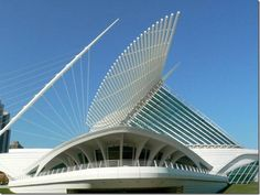 The Milwaukee Art Museum, one of my fave places to enrich my art knowledge Round Building, Milwaukee Art Museum, Santiago Calatrava, Windmill, Modern Architecture, Scenery, Places, Ark, Buildings