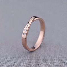 Mobius Ring 14K Gold Mobius Ring mit Diamanten von LilyEmmeJewelry