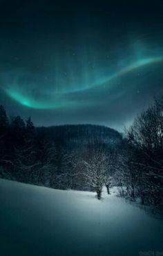 Northern lights Beautiful Sites, Beautiful Places, Nature Wallpaper, Mobile Wallpaper, Nordic Lights, Winter Wonderland Christmas, Sky Full Of Stars, Aurora Borealis, Amazing Nature