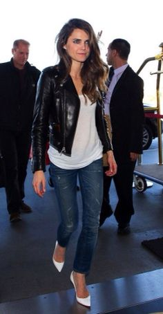 Keri Russell Street Style - in Jeans at LAX Airport, January Keri Russell Style, Outfits and Clothes. Fashion Mode, Look Fashion, Autumn Fashion, Jeans Fashion, Fashion Edgy, Fashion Black, Fashion Trends, Womens Fashion, Vetements Clothing