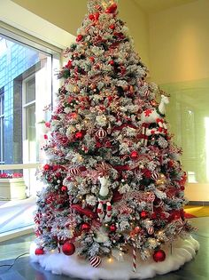 Candy-cane red and white tree - Visit images.search.yahoo.com