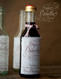Homemade Vanilla Extract - make one for yourself, or many for gifts! One cup of vodka and two large vanilla beans will make your own wonderful vanilla extract. Christmas Jar Gifts, Homemade Christmas, Holiday Gifts, Christmas Crafts, Christmas Ideas, Christmas Neighbor, Christmas Design, Christmas Inspiration, Holiday Treats