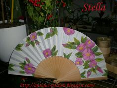 abanico pintado a mano Painted Fan, Hand Painted, Hand Fans, Pretty Hands, Fabric Dolls, Retro, Fancy, Shapes, Antiques