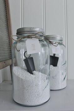 wasmiddel in glazen potten