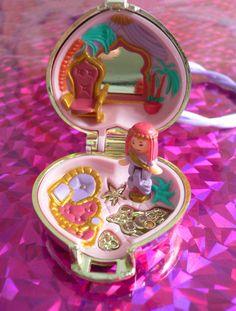 Polly Pocket - 1993 Princess Palace Locket Keepsake Playset - Keepsake Collection 90s Toys, Retro Toys, 90s Childhood, Childhood Memories, Vintage Barbie, Vintage Toys, Polly Pocket World, Pocket Princesses, Classic Toys