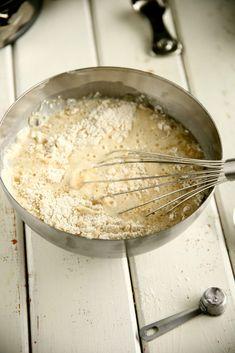 Helppo, munaton ja maidoton vaalea kakkupohja - Suklaapossu Grains, Rice, Baking, Food, Bread Making, Patisserie, Essen, Backen, Yemek
