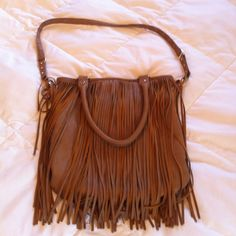Steve Madden fringe bag Super fun Steve Madden fringe purse with gold hardware. Perfect fun bag for Spring and Summer! The fringe goes all the way around so there is lots of movement! Inside pockets lined in black and white chevron fabric. Great used condition! Final picture shows the inside lining. There are so stains or marks on the lining, just not as bright as it used to be Steve Madden Bags