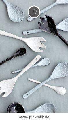 Die wunderschönen Geschirrserien von Broste Copenhagen erinnern an das Meer und verleihen Deinem Tischgedeck das gewisse Etwas! #brostecopenhagen #brostecopenhagengeschirr #nordicsand #nordiccoal #nordicsea #teelöffel #löffel #tischgedeck Shops, Broste Copenhagen, Ceramic Spoons, Tableware, Tablewares, Decorating Ideas, Tents, Dinnerware, Retail