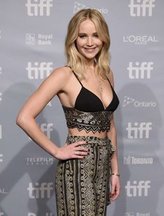 Jennifer Lawrence gets glam while promoting her new movie mother!, at the 2017 Toronto International Film Festival!press conference on Sunday (Sept in Toronto, Canada. Jennifer Lawrence Diet, Hunger Games, Jenifer Lawrens, Happiness Therapy, Jennifer Laurence, Weight Loss Workout Plan, Actrices Hollywood, Fat Burning Workout, Blond