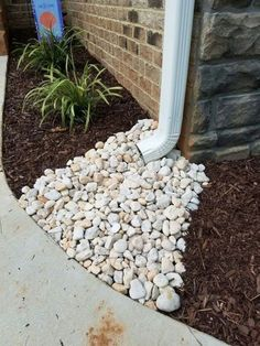Simple Front Yard Landscaping Ideas on A Budget 2018 Simple downspout solution: river rock gutter / / Via: 29 popular modern Simple and Beautiful Small Backyard Landsc Landscaping With Rocks, Outdoor Landscaping, Backyard Patio, Backyard Landscaping, Outdoor Gardens, Landscaping Edging, Landscaping Melbourne, River Rock Landscaping, Florida Landscaping