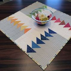 The November Block of the Month is a nice take on Flying Geese designed by Sharo. - The November Block of the Month is a nice take on Flying Geese designed by Sharon McConnell of Colo - Scrappy Quilts, Mini Quilts, Patchwork Quilting, Lap Quilts, Small Quilt Projects, Quilting Projects, Quilting Tips, Modern Quilting Designs, Patchwork Table Runner