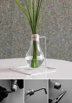 """Reducir, Reutilizar, Reciclar"" ¿Qué te parece esta idea para reutilizar algo tan sencillo como un foco?  http://www.ucal.edu.pe/carreras/arquitectura-de-interiores/"