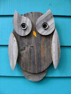 Owl wall hanging made of recycled wood, Eule Pallet Crafts, Pallet Art, Wooden Crafts, Wooden Owl, Wood Projects, Woodworking Projects, Craft Projects, Woodworking Classes, Fine Woodworking