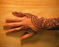 40 Photos Of Simple Yet Elegant Arabic Mehndi & Henna Designs 2012 For Hands & Feet | Girlshue
