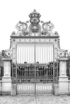 The golden gate of the Palace of Versailles. It replaced the original gate that… Chateau Versailles, Palace Of Versailles, Versailles Garden, Gold Gate, Iron Gates, Metal Gates, Iron Doors, Gate Design, Garden Gates