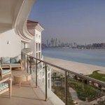والدورف أستوريا دبي نخلة جميرا يحتفل بالذكرى السنوية الثانية على افتتاحه