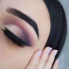 Gorgeous Makeup: Tips and Tricks With Eye Makeup and Eyeshadow – Makeup Design Ideas Makeup Tips For Blue Eyes, Eye Makeup Tips, Smokey Eye Makeup, Makeup Ideas, Makeup Tutorials, Makeup Hacks, Makeup Inspo, Beauty Makeup, Purple Eyeliner