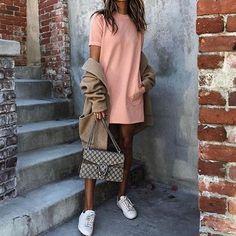25 χαλαρά look με sneakers για τις βόλτες του weekend | μοδα , street style | ELLE