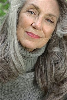 Jody Jaress - Best Hairstyles & Haircuts for Men and Women in 2019 Long Gray Hair, Silver Grey Hair, White Hair, Wise Women, Old Women, Silver Haired Beauties, Stylish Older Women, Grey Hair Inspiration, Beautiful Old Woman